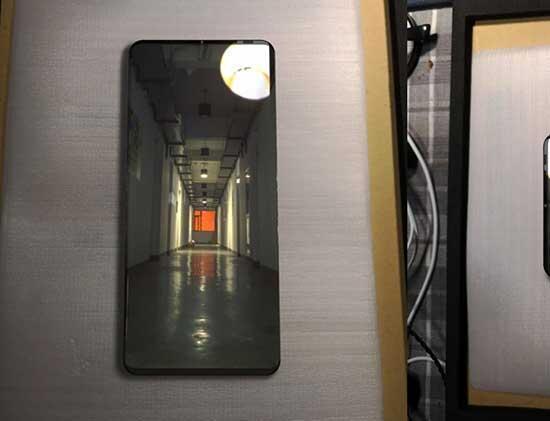 Huawei Mate 20nin sızan görüntüsü Galaxy S10 gibi görünüyor