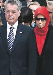 Kırmızı başlık/ şapka/türban