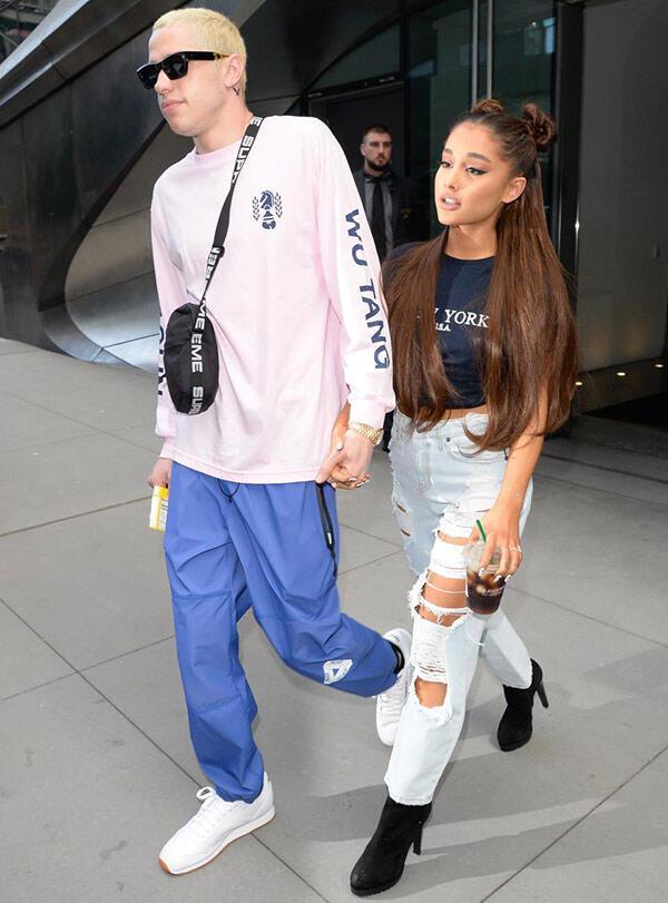 Taze nişanlı Ariana Grande: Her şey yolunda