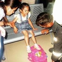Küçük kızı itfaiye kurtardı