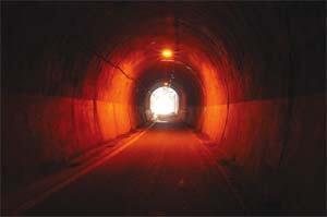 Tünelin ucundaki ışık mı, far mı