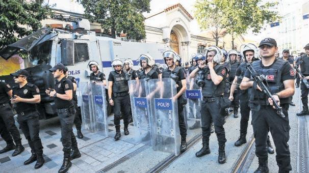 Taksim'de 'Gezi' yürüyüşü