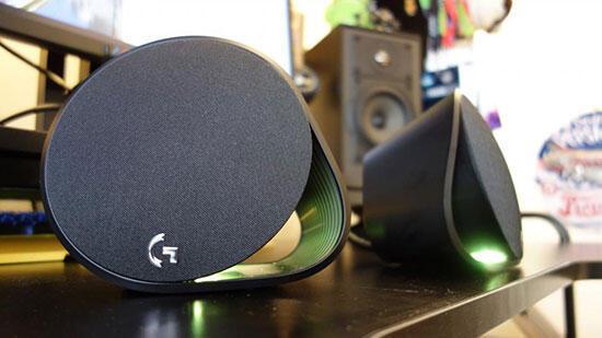 Logitech G560 oyun hoparlörleri inceleme: Ortamı renk ve sesle doldurun