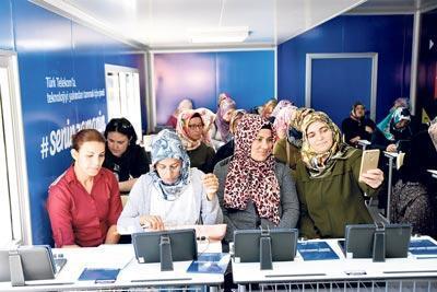 5 bin kadın dijital okuryazar oldu, 5 bini yolda
