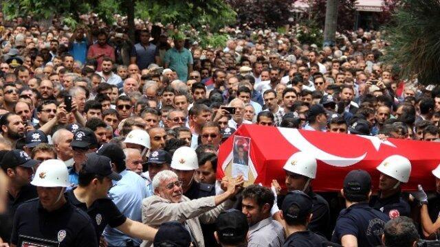 Şehitlere veda Türkiyenin dört bir yanından feryatlar yükseldi