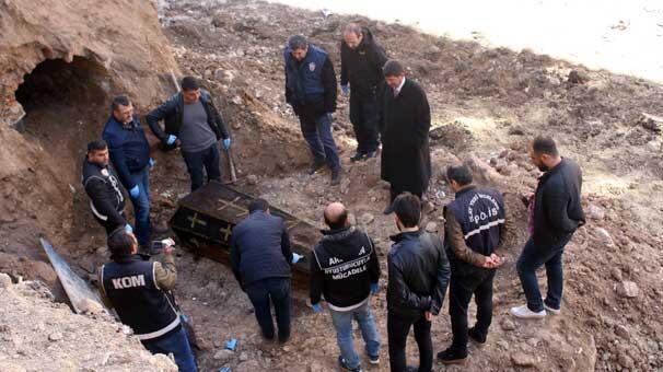 Herkes inşaat kazısında ortaya çıkan Rus generali görmeye koştu
