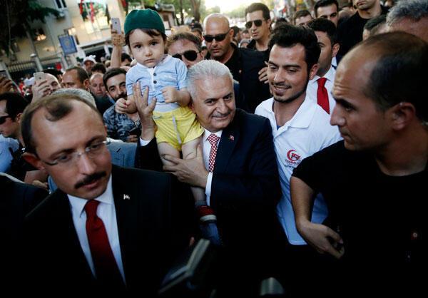 Son dakika... Türkiye ayakta Tarihi gecede kalabalıkların ucu bucağı yok