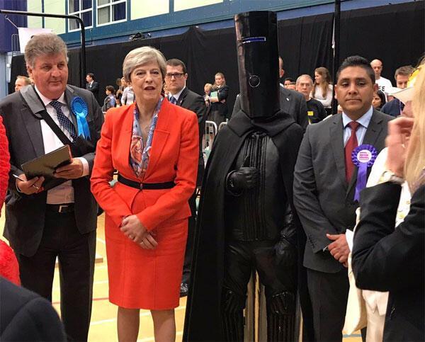 Son dakika... İngilterede koalisyon çıktı Başbakan May hükümet kurmak için izin aldı