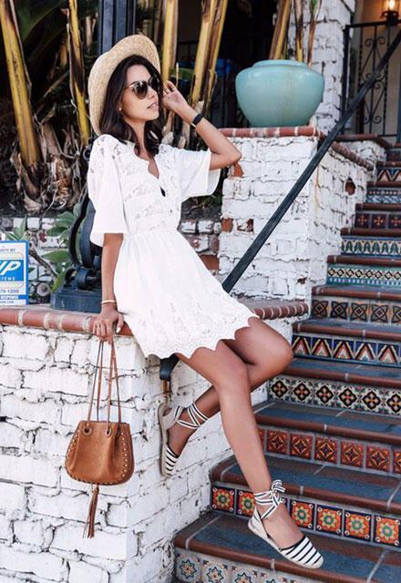 Küçük Beyaz Elbise