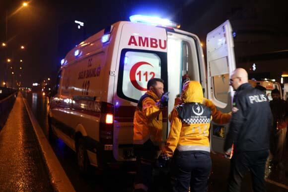 Son dakika   İstanbulda 11 araç birbirine girdi Ölü ve yaralılar var...
