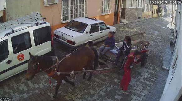 Saniye saniye görüntülendi At arabası ile...