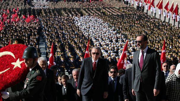 Devlet erkanı Anıtkabiri ziyaret etti Cumhurbaşkanı Erdoğandan ilk mesaj