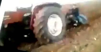 Eğlenmek isterken traktörün altında kaldı