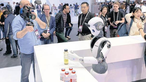Robotlar insan gibi gözlükten MR çıktı