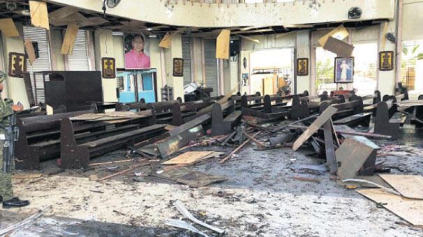 Filipinler'de kiliseye çifte saldırı