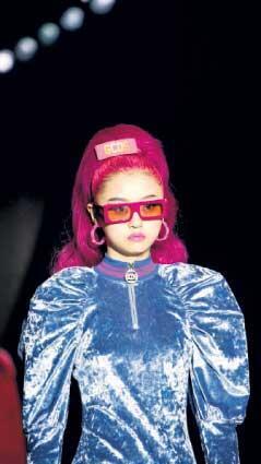 Milano moda haftası'nın öne çıkan detayları