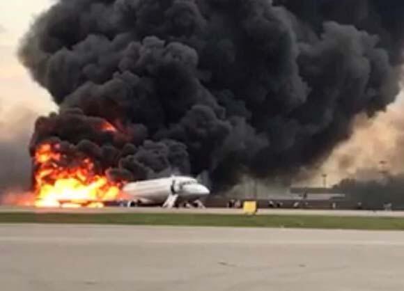 Son dakika | Rusyada yolcu uçağı alev aldı Çok sayıda ölü var...