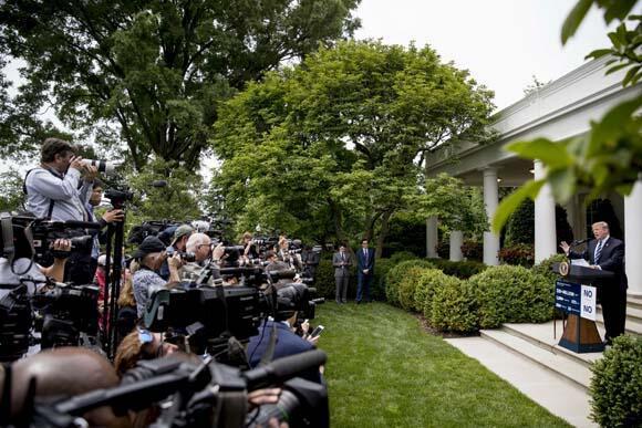 Trumpı toplantıdan kaldırtan iddia Çıldırdı...