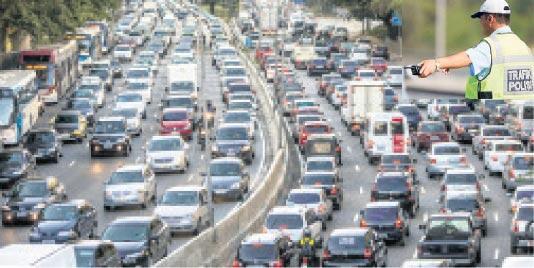 Tatil dönüşü trafiğe dikkat
