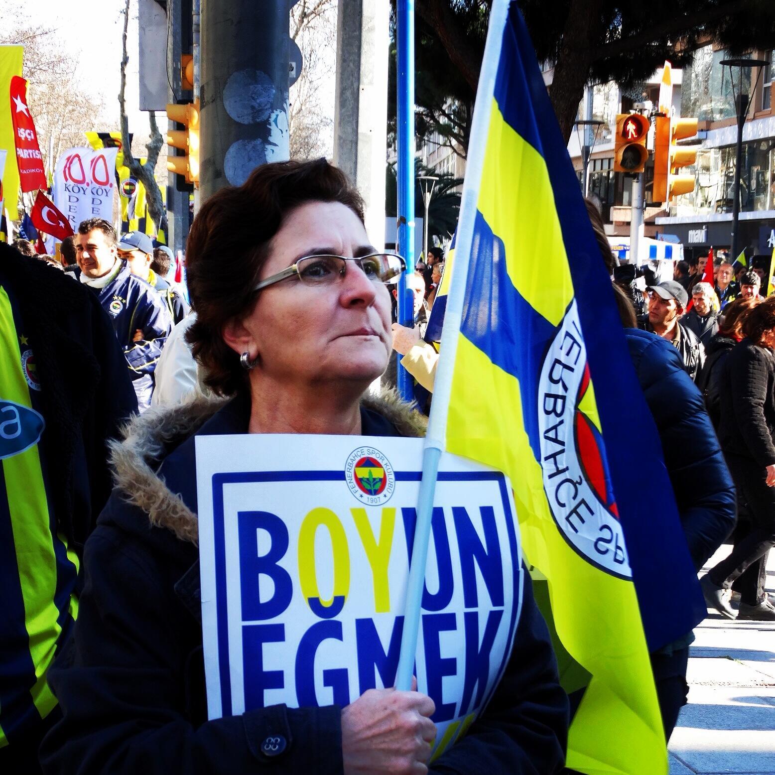 Fenerbahçe kalabalıkları, kalabalıklar da adalet isteğini büyütüyor
