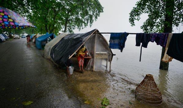 Hindistanda sel felaketi: Onlarca kişi hayatını kaybetti