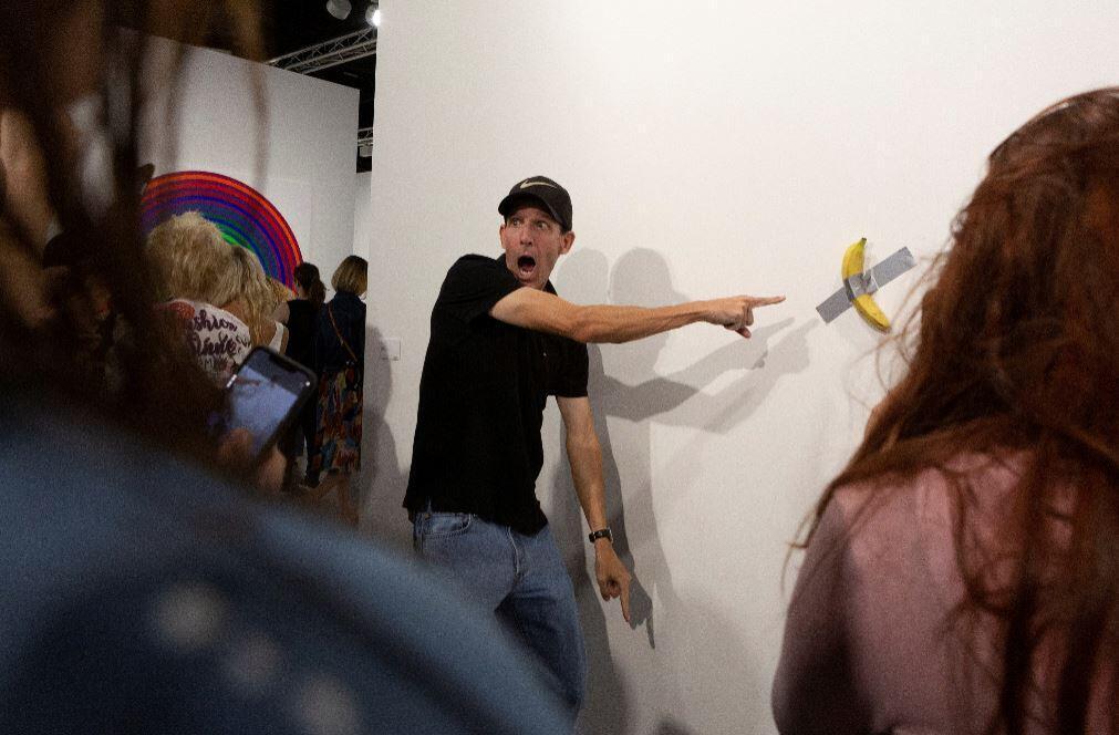 120 bin dolara satılan 'sanat eseri'ndeki muzu yedi ile ilgili görsel sonucu