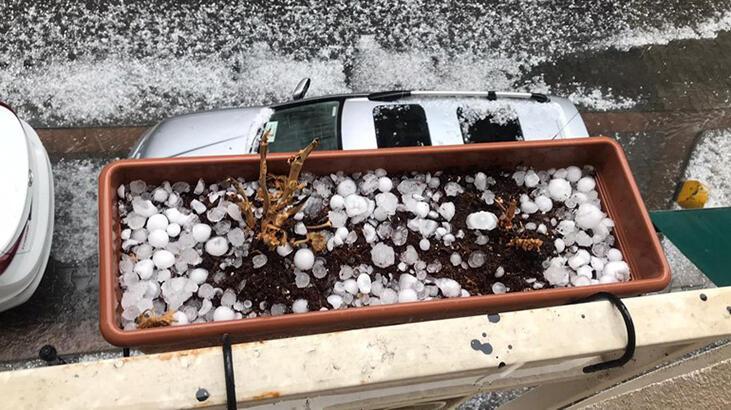 İstanbul'da sağanak ve dolu yağışı etkili oluyor thumbnail