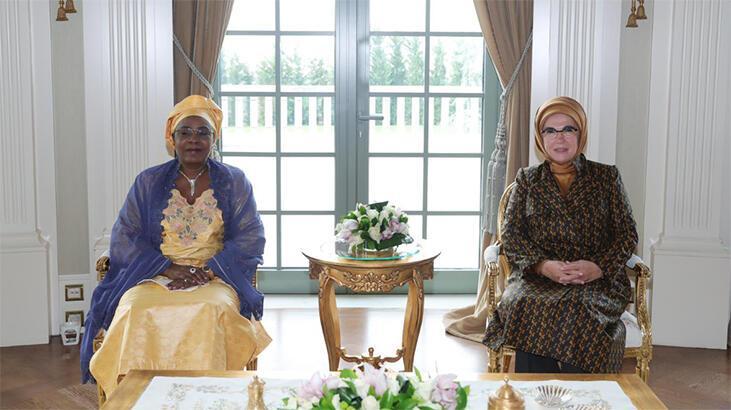 Emine Erdoğan, Nijer Cumhurbaşkanının eşi Hadja Aissata Issoufou ile bir araya geldi