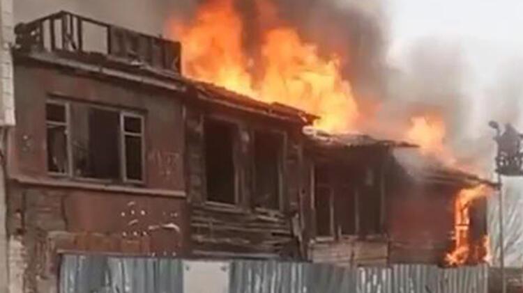 Metruk bina alev alev yandı Sosyal mesafeyi hiçe saydılar