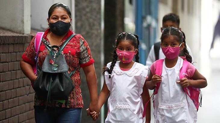 Arjantin'de öğrenciler bir yıl sonra koronavirüs gölgesinde okula döndü