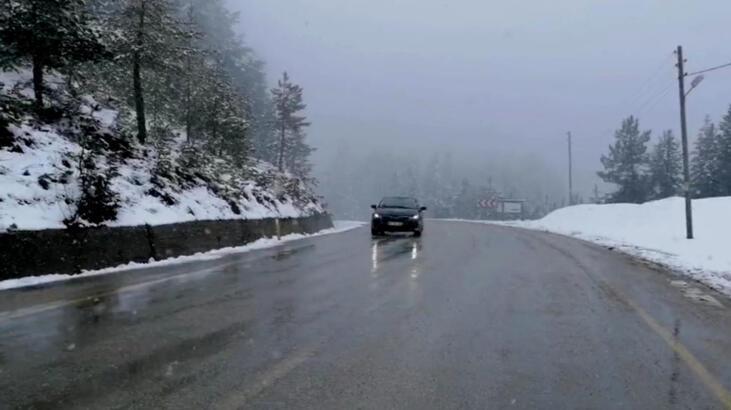 Karabük-Bartın yolunda kar yağışı thumbnail
