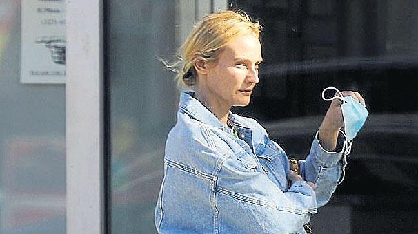 Diane Kruger dostlarıyla buluştu thumbnail