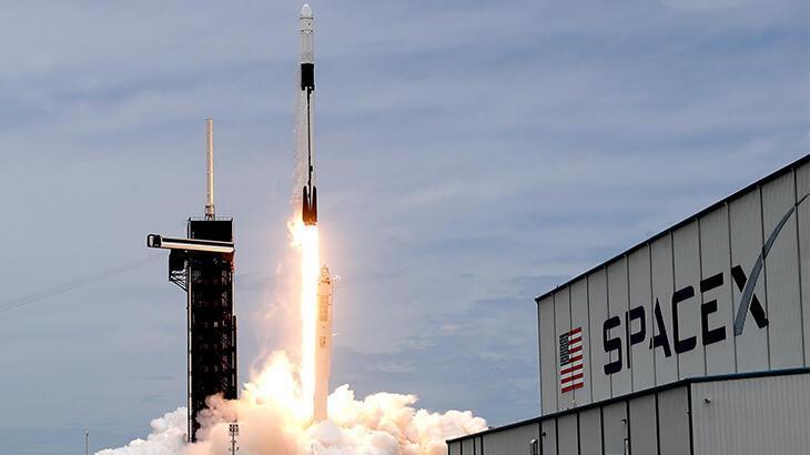 SpaceX, 7 tonluk dijital radyo uydusunu uzaya yolladı thumbnail