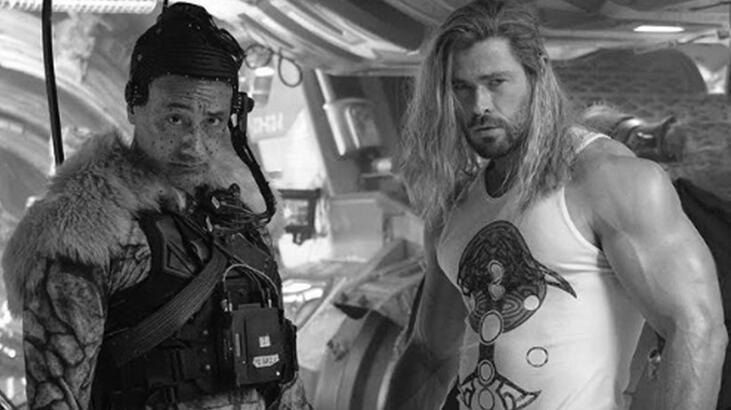 Chris Hemsworth'ün kasları sosyal medyada gündem oldu thumbnail