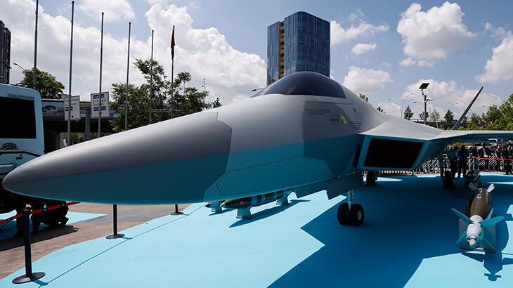 Milli Muharip Uçak görücüye çıktı! Savaş uçağı için tarih verildi thumbnail