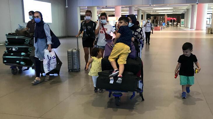 İstanbul Havalimanı'nda bayram tatili dönüş yoğunluğu başladı
