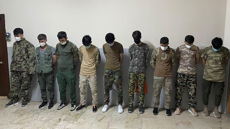 İstanbul'da asker kıyafetiyle dolaşan Afgan göçmenler muhafaza altına alındı thumbnail