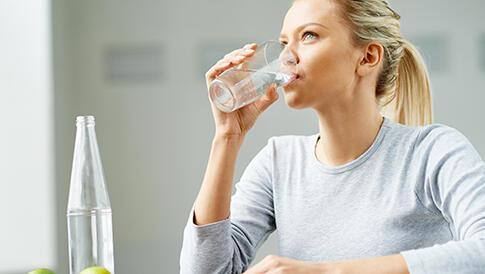 Aşırı sıcaklarda halsizlik için ne kadar su içilmeli?