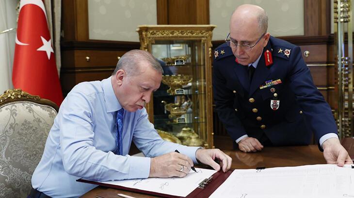 Son dakika! Yeni Kara Kuvvetleri Komutanı belli oldu! İşte YAŞ kararları... thumbnail