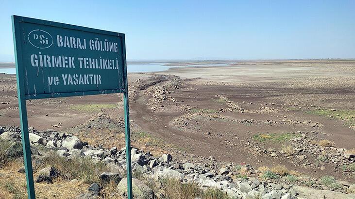 Devegeçidi Barajı'nda sular çekildi