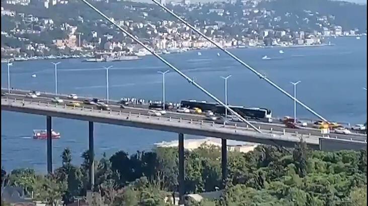 Son dakika... Köprüde metrobüs arızası! Trafiği kilitledi...