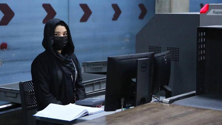 SON DAKİKA    Afganistan'da havaalanında kadın personeller tekrar iş başı yaptı