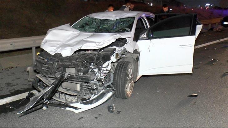 Kaza yapan sürücüye yardım için gelenlere otomobil çarptı