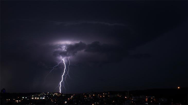 Son dakika! Meteoroloji uyarmıştı: İstanbul'da beklenen yağış başladı - Milliyet