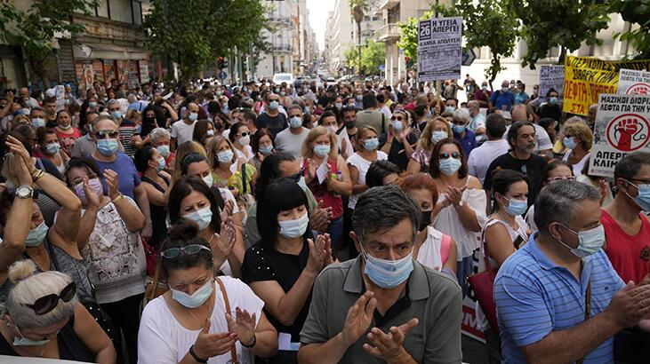 Yunanistan'da sağlık çalışanları greve gitti thumbnail
