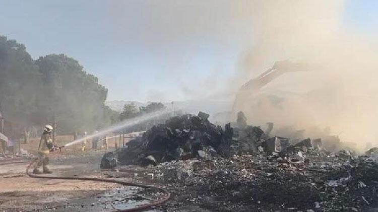 Bursa'da geri dönüşüm deposunda yangın thumbnail