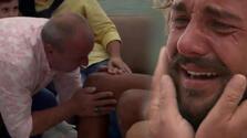 Duygusal anlar! Oğlunun dizlerini öptü