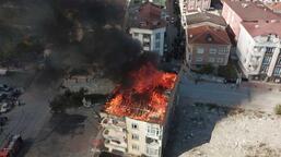 Esenyurt'ta 4 katlı binanın çatısında yangın