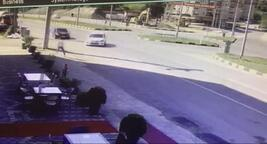 Kazadan son anda kurtulan yaya, güvenlik kamerasında