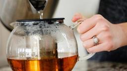 Çok zararlı: Çay demlerken sakın yapmayın!